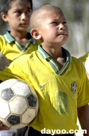 维吾尔族少年素颜照