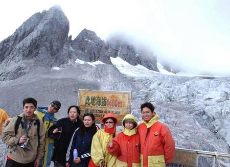 玉龙雪山冰川公园吸引游人 图4