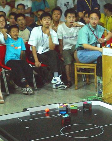 第四届全国机器人足球锦标赛 球迷现场助威