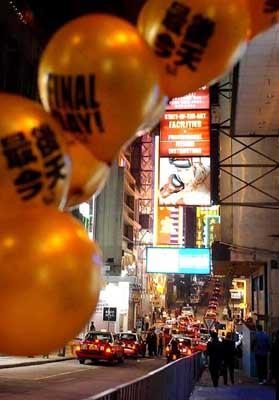 香港街道商场装饰一新 张灯结彩迎接新年