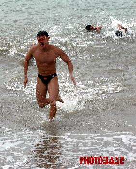游泳运动品牌海浪logo
