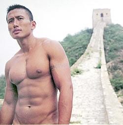 男子人体艺术照_组图:色情还是艺术? 摄影师长城拍男性全裸写真