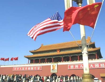 图文:天安门广场挂起中美国旗迎接布什到访
