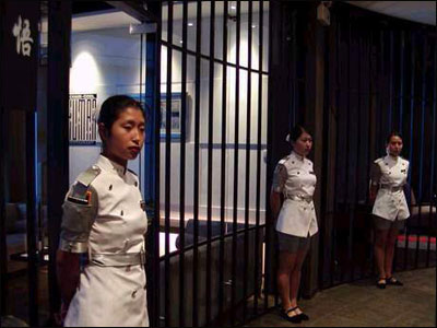 京仿监狱餐厅火爆异常[图二]