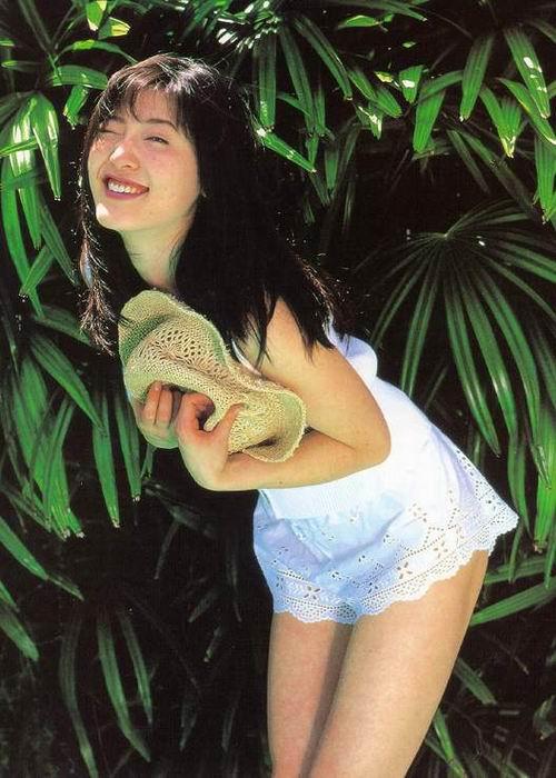 杨思敏裸照_图文:港台着名人气偶像杨思敏-4