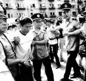 黑社会头目刘涌_贿赂慕绥新作案42起 沈阳开审刘涌案