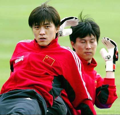 中国足球历届守门员_4月19日,中国国家男子足球队在云南昆明红塔体育中心正式开始高原