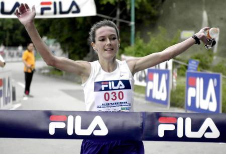 香港半程马拉松赛 姬丝汀在终点冲刺获冠军(图文)