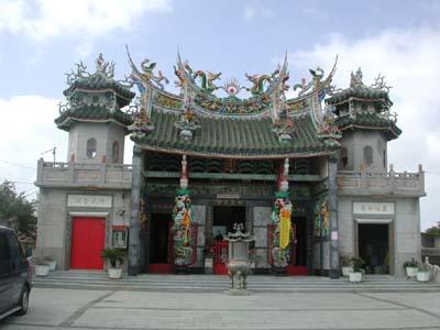 (人民网台北10月8日电)   澎湖虎井岛上既供奉着在大陆雕刻运来的观音