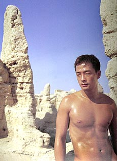 老老男人祼体艺术照片欣赏_组图:色情还是艺术? 摄影师长城拍男性全裸写真