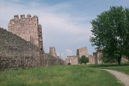 组图:欧洲最大的平原古城堡