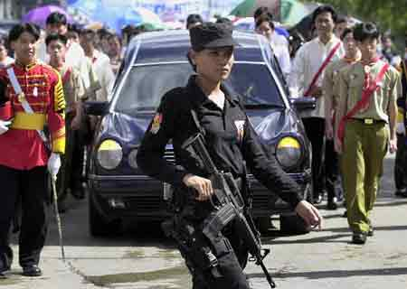 菲律宾民众送别被害华人