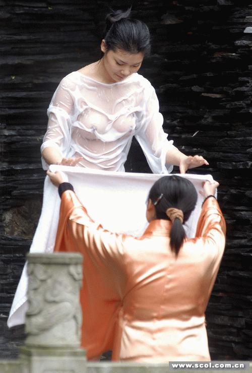 超级大胆美女人体艺术图片_四川在线消息昨(23)日上午,十几名帅哥靓女为人体艺术大胆一\