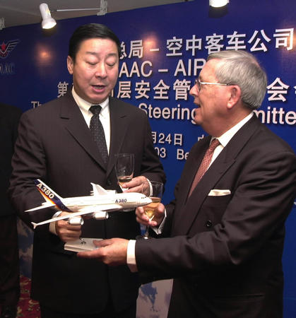 图文:中国民航总局与空中客车加强飞行安全合作