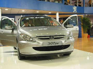 国(广州)国际汽车展览会上传出消息:首款东风标致汽车将于2004高清图片