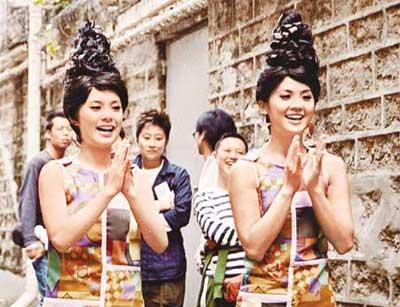 天娱女子组合_Twins化身筷子姊妹花 穿迷你裙当街热舞(组图)-搜狐娱乐