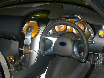 概念车方向盘设计颠覆传统美学理念(图)-搜狐汽车