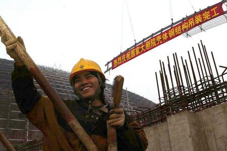 图文:国家大剧院壳体钢结构吊装完工(3)