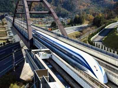 日本磁悬浮列车时速达581公里