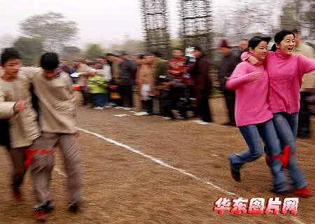 组图:423对双胞胎会聚南京进行各种才艺大比拼