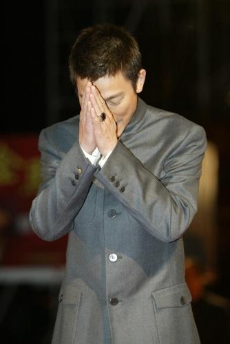 台湾金马奖_图文:金马奖颁奖典礼-刘德华双手合十-搜狐娱乐