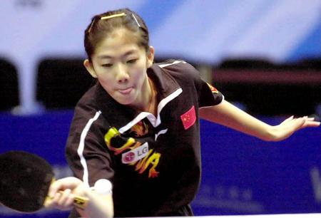 的2003女子世界杯乒乓球赛半决赛中,以4比1战胜罗马尼亚选手斯