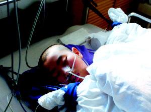 医生给病人注射过量麻醉剂 少女生命垂危图片