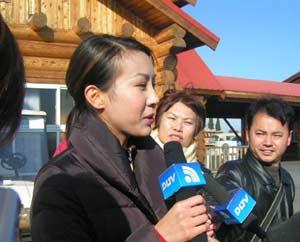 香港小姐接受媒体采访-港姐曹敏莉和李肖婷接受记者采访图片 13998 300x242