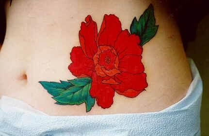还有一部中国电影《红樱桃》,十五岁的中国少女,被纳粹军官当作了刺青