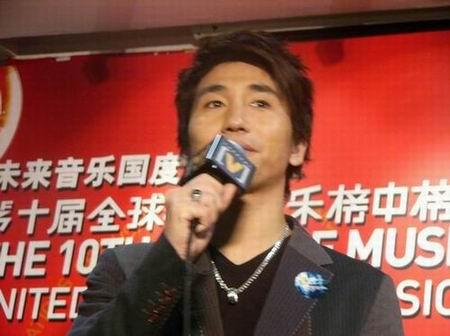 图文:第10届华语音乐榜中榜颁奖-沙宝亮-4