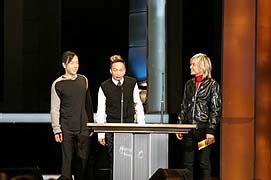组图:Beyond三子登台 担任表演以及颁奖嘉宾
