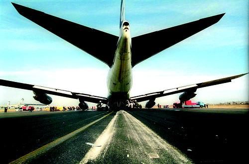 昨天上午,一架伊朗航空公司的波音747飞机在首都国际机场紧急迫降.
