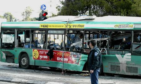 图文:被炸毁的14路公交车