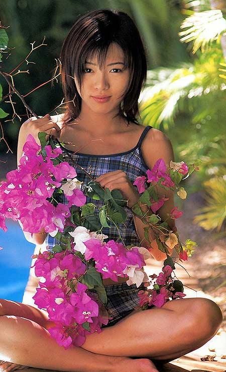 图文:日本巨乳女星释由美子写真