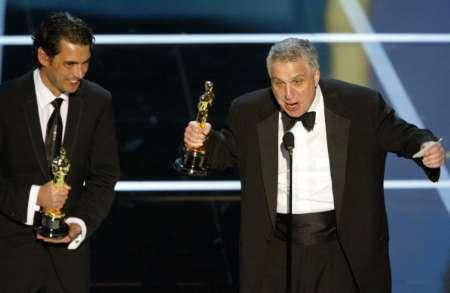 图文:奥斯卡颁奖-莫里斯十分激动