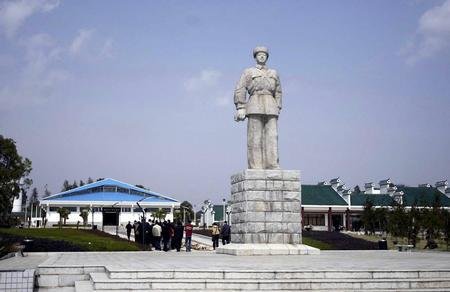 湖南雷锋纪念馆全新亮相 雷锋塑像广场