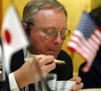 图文:美国人请日本记者吃米饭