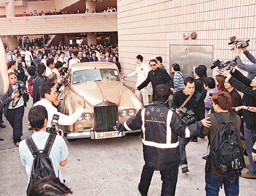 林文龙郭可盈昨举行百万婚礼 婚礼出动劳斯莱斯名车接送,极高清图片