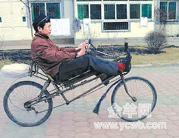 这辆能躺着骑的自行车是沈阳市民吴忠先生的杰作,并已经获得了中国