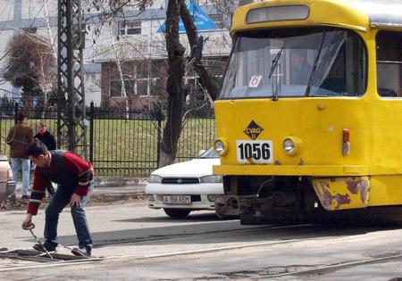 图文:阿拉木图街头的有轨电车
