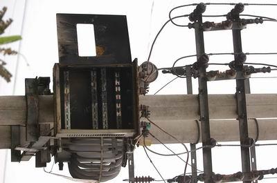 原是10千伏高压线搭上220伏民用电线,致使上千台家电爆炸