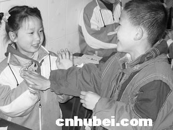 证明在武汉入学的农民工子女转学走近初中生图片