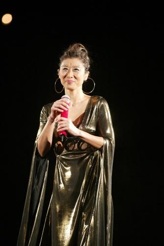 图文:香港著名歌星叶倩文举行演唱会-13图片