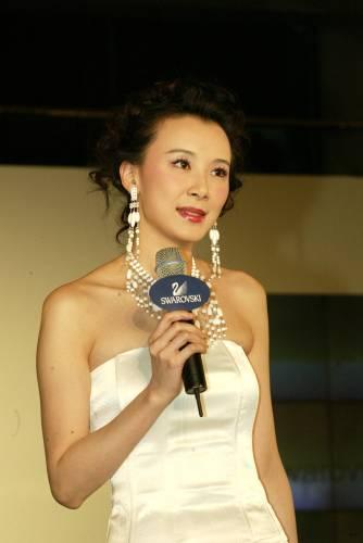 图文:台湾美女萧蔷为水晶饰品代言走秀
