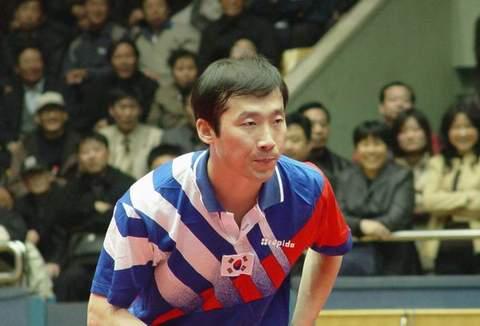 中韩乒球对抗赛 金泽洙在比赛中