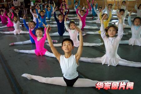 组图:淄博小说张鹤腾的情趣梦男孩羞辱调教舞蹈图片