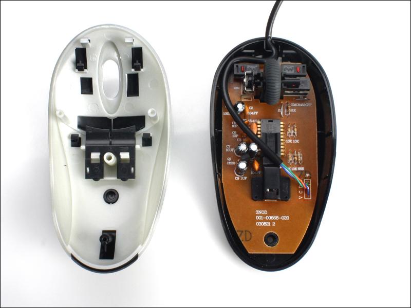 MS628B的按键开关采用的是不知名的机械继电器,而且左右按键和中间按键采用的机械继电器又不同。滚轮采用的是成本较低的齿盘开关设计。    MS628B的光学引擎芯片是来自台湾的PAN101,支持800CPI采样率,2000Hz采样刷新。从参数上来说是一款非常不错的光学引擎,但实际使用效果上,这种光学引擎对高速移动、微小位移都能够正确快速的响应;但对斜向移动会出现响应失真状况,表现为屏幕鼠标指针锯齿状移动。    MS628B采用的P/S2接口界面如下图,是一块小型集成块,用胶封住了,我们无法得知芯片