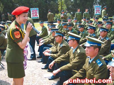 总政歌舞团为战士演出