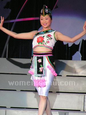 红塔联欢会:红塔集团表演舞蹈《烟妹子》二