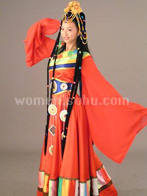 设计制作服装50套,分别为云南地区26个少数民族及其